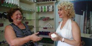 Mardinli Marilyn Manroe eşek sütü sağdı
