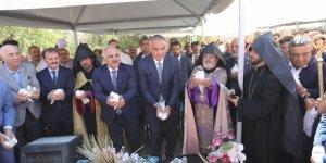 Bakan Ersoy Akdamar'da yapılan Ermeni ayinine katıldı