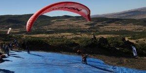 Tunceli'de yamaç paraşütü heyecanı