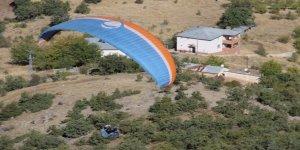 Paraşütçüler nefes kesti