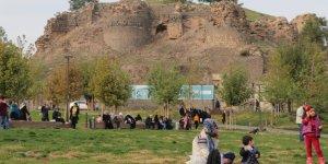 """Diyarbakır'ın """"kalbi""""nde su kanalı ve tünel bulundu"""