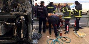 Mandalina yüklü TIR devrildi: Bir ölü