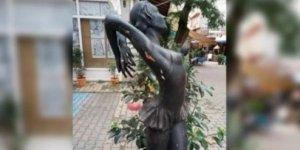 Balerin heykeline tecavüz girişimi