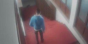 Acemi hırsız Cami'de kimliğini düşürünce yakalandı
