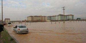 Nusaybin yağmurla göle döndü