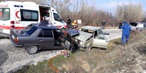 VİDEO- otomobiller çarpıştı: 1 ölü 5 yaralı