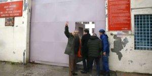 Sırrı Süreyya Önder Cezaevi'ne girdi: Güzel günler yakındır