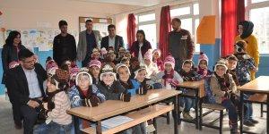 Şırnak'ta öğrencilere giysi ve kırtasiye yardımı