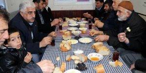İmam, sabah namazında kahvaltı verince cemaat 3'e katlandı