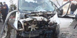Tarım İşçilerini Taşıyan Minibüs Kaza Yaptı: 2 Ölü, 16 Yaralı