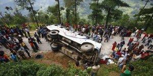 Otobüs uçuruma yuvarlandı: 8 ölü, 11 yaralı
