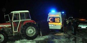 Hamile kadın ambulansa traktörle taşındı