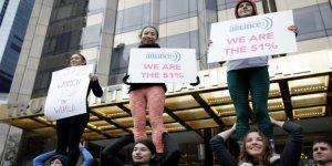 Kadınlar Trump'a karşı sokağa indi
