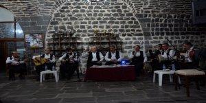 Şanlıurfa'da tarihi konakta sıra gecesi