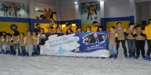 Mardin'de buz pisti çocuklar tarafından yoğun ilgi gördü