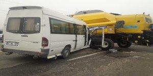 Diyarbakır'da trafik kazası: 6'sı öğrenci 14 yaralı