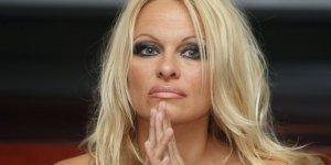 Pamela Anderson balinaların kurtarılması için Putin'e mektup yazdı