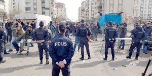 VİDEO- Kadın pazarında erkek işgali!