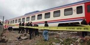 Raylar üzerinde müzik dinlerken tren çarptı