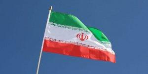 İran'da , iki polisi öldürmekle suçlanan üç kişi idam edildi