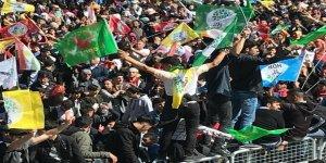 Diyarbakır Newroz'unda yüz binler buluştu