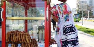 VİDEO - Eşi terk etti, çocuklarına bakabilmek için simit satmaya başladı