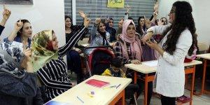 Diyarbakırlı kadınlar İngilizce öğreniyor