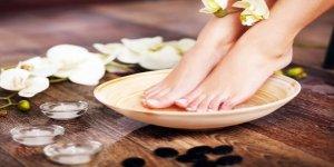 Ayaklarınızı sirkeli suda bekletmenin faydaları