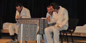 Yüksekova'da tiyatro oyunu sahnelendi