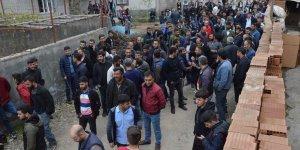 Mahalle sakinlerinden DEDAŞ'a 'hırsız' isyanı!