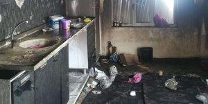 Evi yanana vatandaş yetkililerden yardım bekliyor