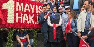 HAK-İŞ'ten Taksim'deki Cumhuriyet Anıtı'na çelenk