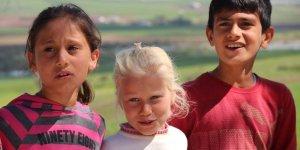 Diyarbakır'da köy çocuklardan Anneler Günü hazırlığı
