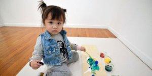 Tabloları 1600 dolara satılan 2 yaşındaki ressam