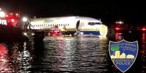 Uçak pistten çıkıp nehre düştü