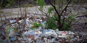 Zap Suyu'nun yüzeyi çöple kaplandı