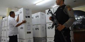 Endonezya'da 500 sandık görevlisi öldü