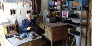 55 yıldır ayakkabı boyacılığı yapıyor