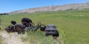 Diyarbakır'da otomobil traktöre çarptı