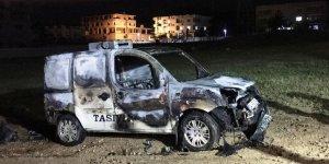 Şırnak'ın Cizre ilçesinde, park halindeki araç alev aldı