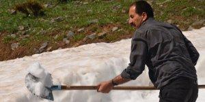 Dağlardaki kar ovada satışa sunuldu