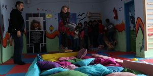 Okulun koridorunda öğrenciler için oyun alanı kuruldu