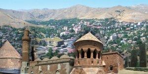 İki Belediye Kürtçe tabelaları indirdi, biri geri adım attı