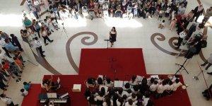 Öğrencilerden halk konseri
