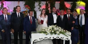 Siyasileri buluşturan düğün!