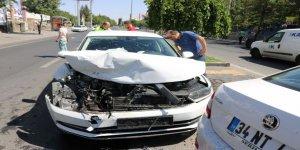 Diyarbakır'da zincirleme trafik kazası: 3 yaralı