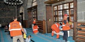 Büyükşehir camileri temizliyor, müftülük engelliyor!