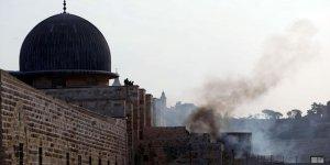 İsrail askerlerinden Mescid-i Aksa'ya saldırı