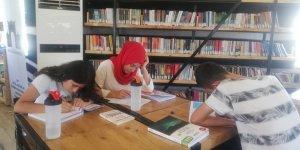 Kıl çadır kütüphane gençlerin hizmetinde