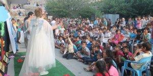 Diyarbakırlı gençlerden Mardinli çocuklara jest